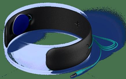 Pour encore plus de confort, le tissu renferme une mousse (thermoformée) qui accueille les écouteurs plats. Vous pouvez retirer cette mousse pour ajuster les écouteurs avec l'emplacement de vos oreilles.